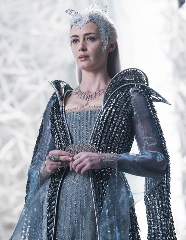 a-sneak-peek-at-the-gorgeous-costumes-in-the-huntsman-winters-war-1740028-1461183847_640x0c
