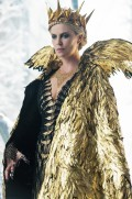 a-sneak-peek-at-the-gorgeous-costumes-in-the-huntsman-winters-war-1740032-1461183847_640x0c