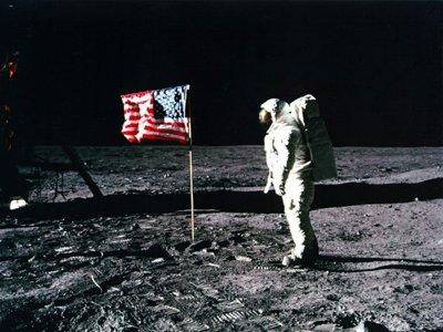 american-flag-moon