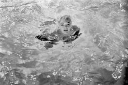 marilyn-in-pool