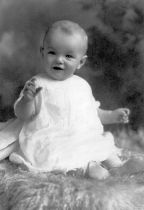 Marilyn_monroe_as_an_infant_brightened