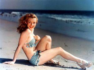 Marilyn_Monroe_postcard