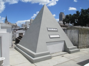 img_4195-nicholas-cage-tomb-omnia-ab-uno-everything-from-one-1024x768