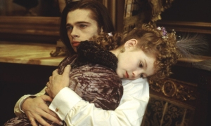 interview-with-the-vampire-kirsten-dunst-brad-pitt-hug
