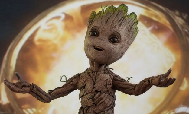 marvel-guardians-of-the-galaxy-groot-life-size-figure-hot-toys-feature-903025